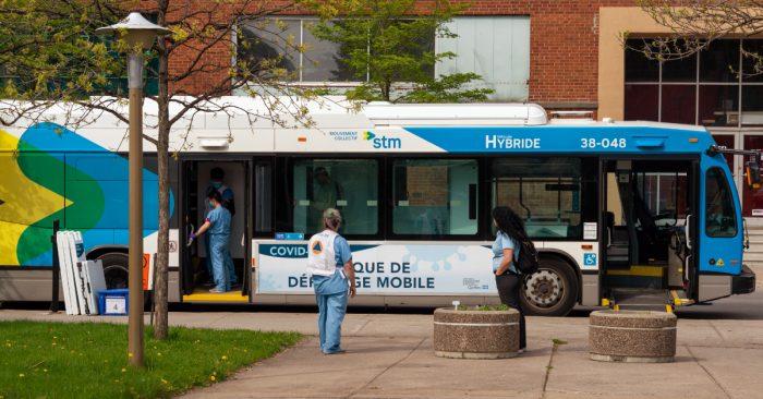 Bus COVID clinic STM Montréal, Canada