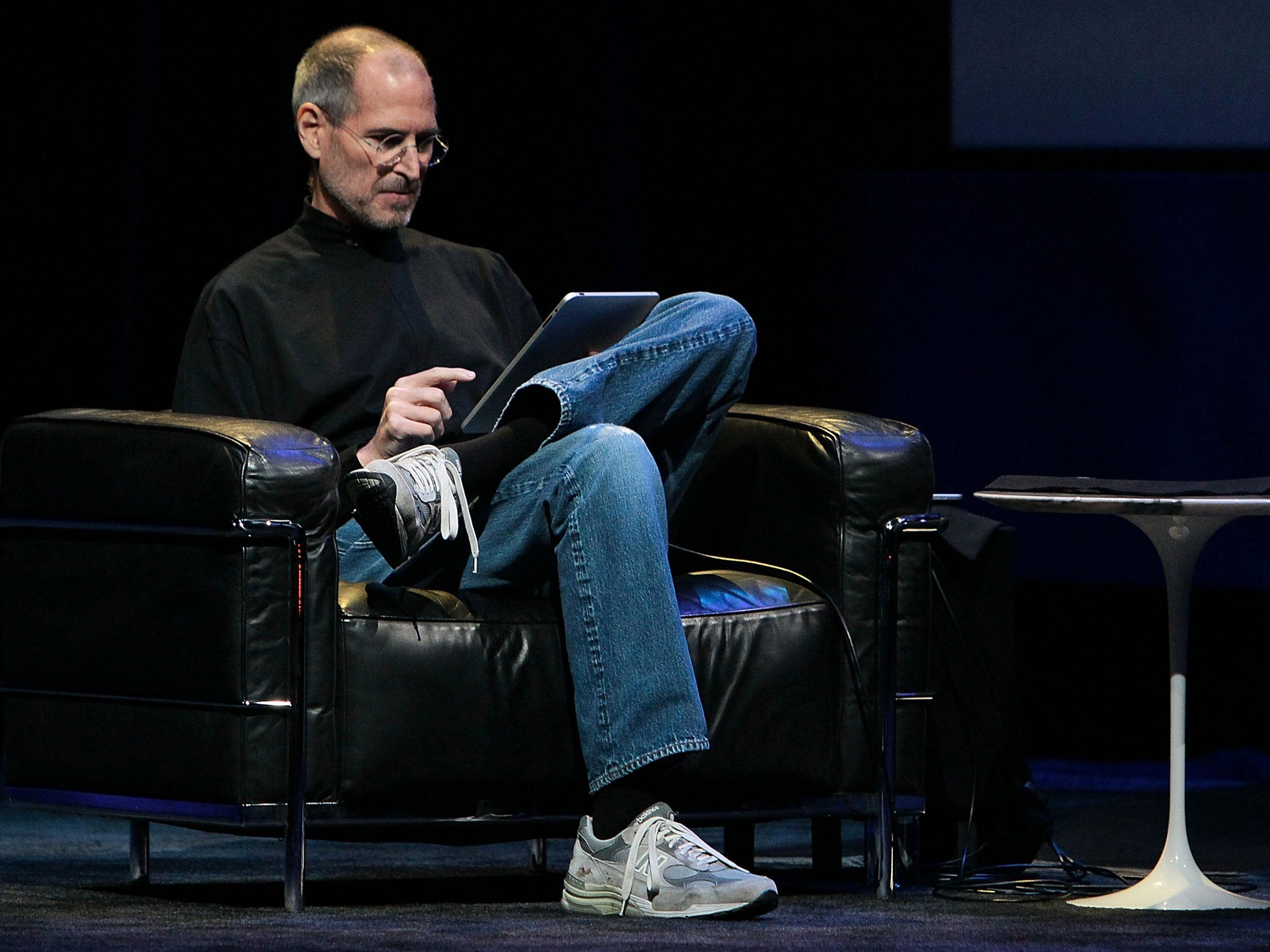 Apple CEO Steve Jobs demonstrates the iPad in 2010. (Photo Credit: Justin Sullivan / Getty Images)